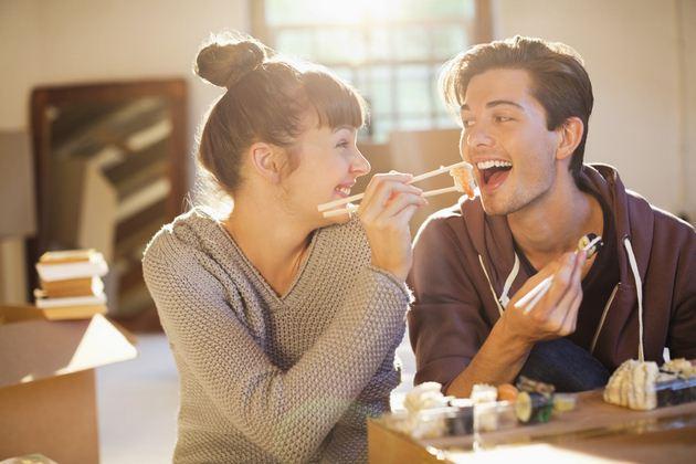ผู้ชายต้องเป็นฝ่ายเลี้ยงอาหารให้ฝ่ายหญิง