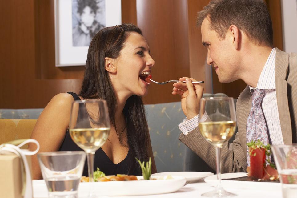 จริงหรือมั่ว ?! ผู้ชายต้องเป็นฝ่ายเลี้ยงอาหารให้ฝ่ายหญิง